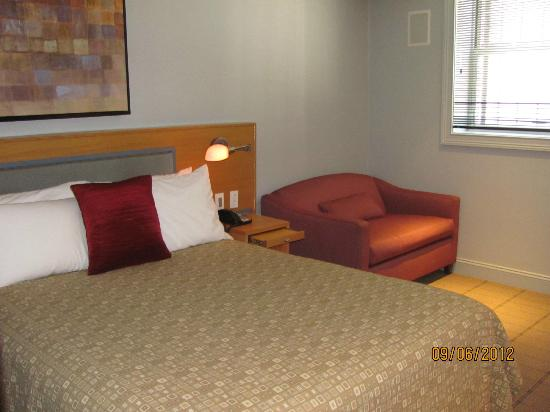 Charlesmark Hotel: love seat
