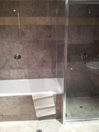 Coogee Bay Hotel: bathroom