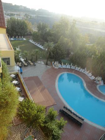Dosi Hotel: Udsigt mod vandet