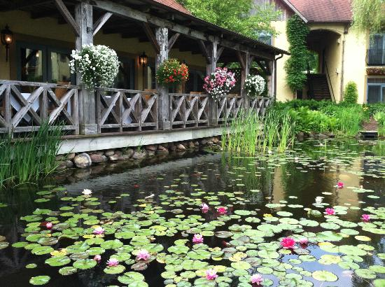 Mirbeau Inn & Spa Skaneateles: View of veranda