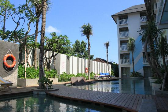 Bliss Surfer Hotel: relaxing pool area