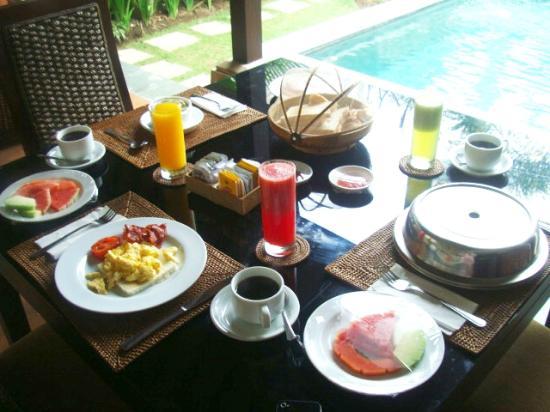 The Sanyas Suite Seminyak: Morning breakfast