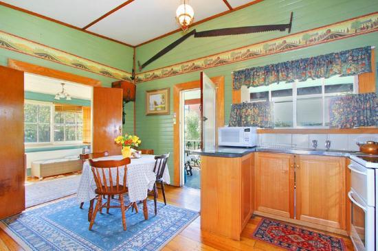 Quality Inn Heritage Edenholme Grange: Cottage interior
