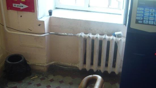 Kapital Hotel na Moskovskom: батарея в номере.