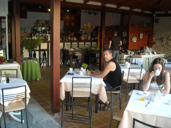Hotel Ilios : Frukost på en skuggad innergård