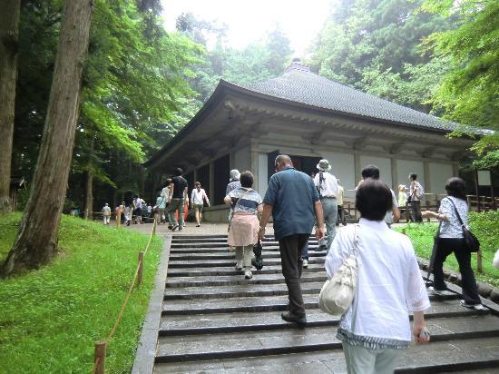 Hiraizumi-cho, Japón: 金色堂・人出が多いです