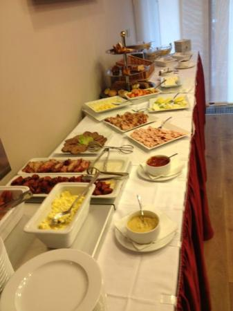 Hotel Voyage: Breakfast Buffet - enjoyable by vegetarians and meat eaters is included.