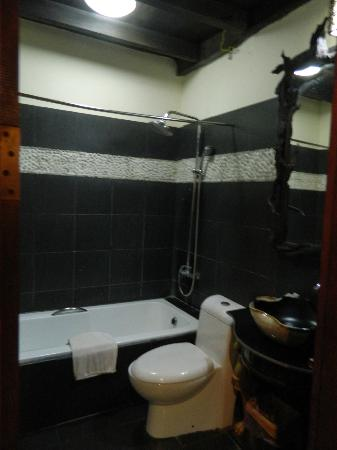 Ramayana Boutique Hotel: Great water pressure in the shower