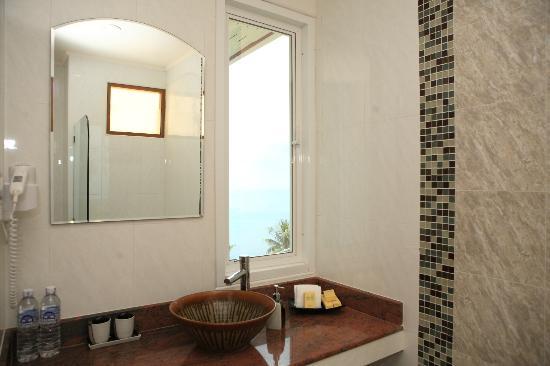Pinnacle Koh Tao Resort: Bathroom