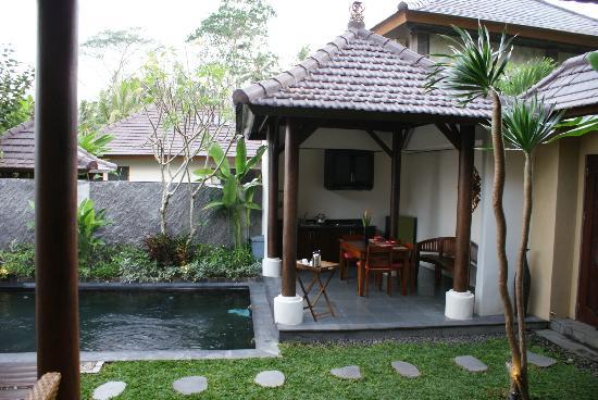 The Kampung Ubud Villa: Cocina / Zona desayuno