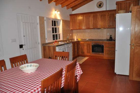 Quinta das Figueiras: Cozinha - Muito bem equipada
