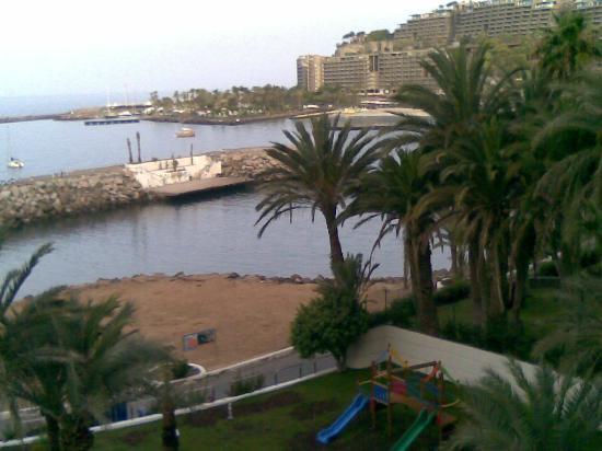 Radisson Blu Resort, Gran Canaria: Al fondo,playa Anfi del Mar