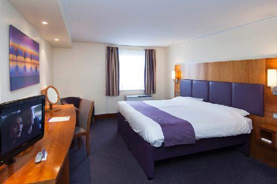 Premier inn leeds city west hotel reviews photos for Premier inn family room