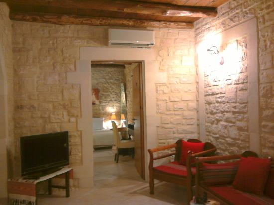 Casa Moazzo Suites & Apartments: The bedroom entrance as seen from the living room