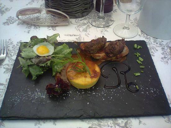 L'Auberge de Thorrenc : Rôtie de pigeon et flan de foie gras