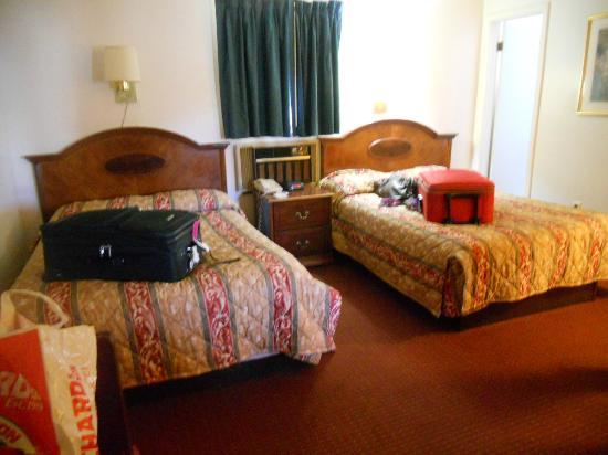 Rodeway Inn Rutland: Two beds!