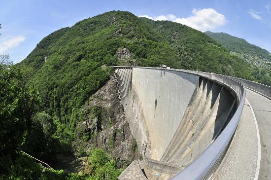 Verzasca Dam : Sicht auf den Damm
