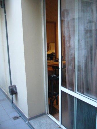 Gran Hotel Libertad:                   Puerta-ventana (terracita de la habitacion-appart 211)                  