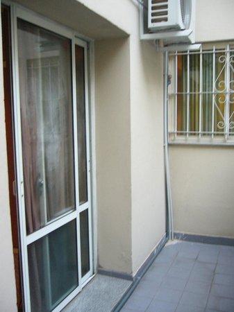 Gran Hotel Libertad:                   Terracita de la habitacion-appart 211 y ventana con rejas de la habitacion de