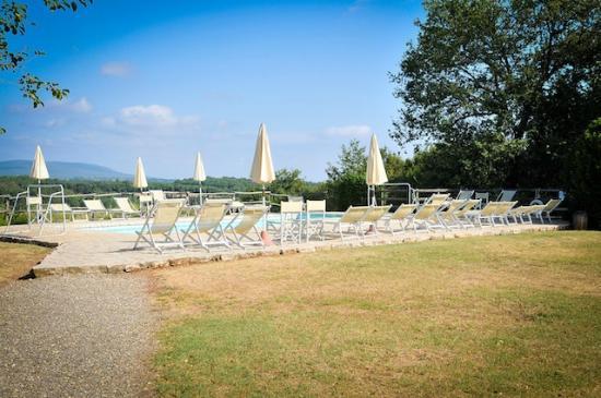 Agriturismo Nerbona: La piscina della Casetta