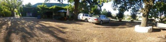 The Barn Pub & Restaurant: Plenty of parking space.