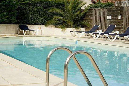 Piscine photo de hotel le dauphin arcachon tripadvisor for Piscine 3 dauphins