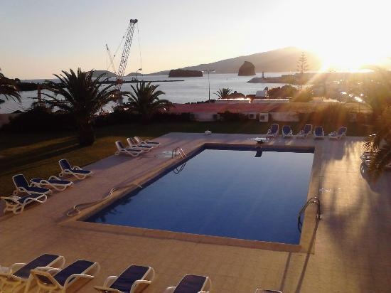 Hotel Caravelas: View of the pool, pier and Faial Island.
