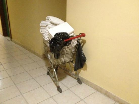 Euroclub Hotel: El carrito de las toallas limpias