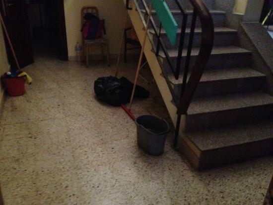 Euroclub Hotel: Escaleras a las habitaciones