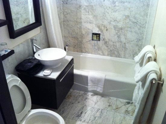 Eurostars Wall Street: La salle de bain + wc