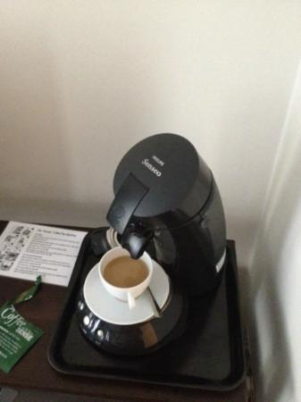 Grey's Hotel: Coffee machine in room - so easy even for a technophobe like me
