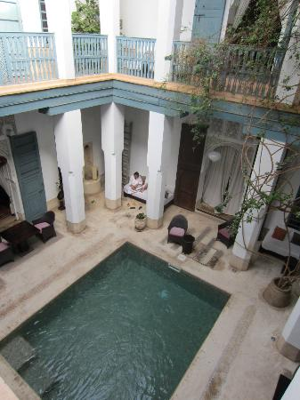 Riad el Ouarda: Overlooking the dipping pool