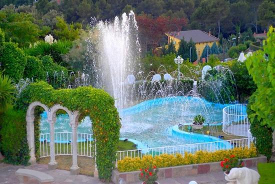 Cerdanyola del Valles, İspanya: Fuente y Lago