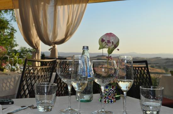 Castello di Leonina Relais: Panoramablick beim Abendessen