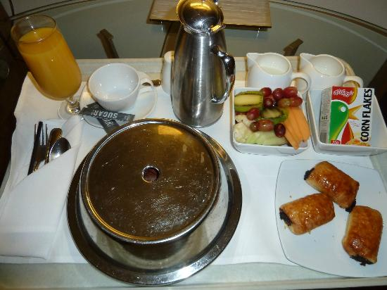 Melbourne Marriott Hotel: Room Service