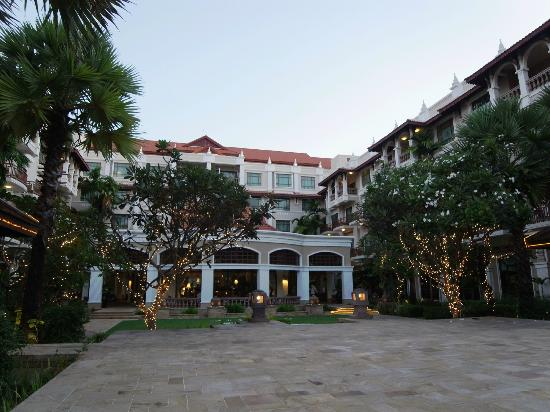 Sokha Angkor Resort: main building and lounge