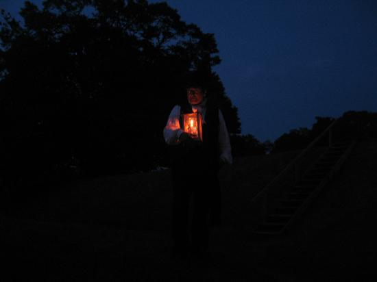 Annapolis Royal Candlelight Graveyard Tour: Tour Guide shares fascinating history of Annapolis Royal area