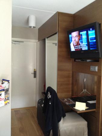 Arken Hotel & Art Garden Spa: Room 507. Smaller than it looks. TV is good.