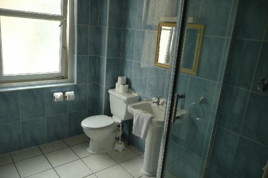 The Lodge: 1st Floor Bathroom