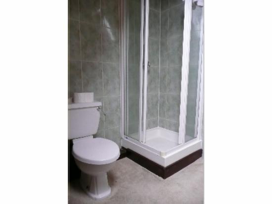 The Lodge: Room 6 Bathroom
