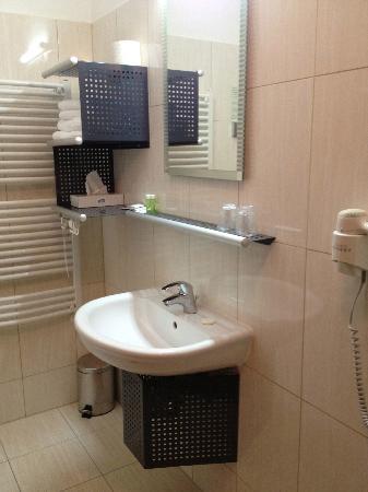 Best Western Hotel Stella: Bathroom - quite spacious