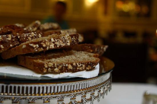 Arbutus Hotel: Freshly baked brown bread
