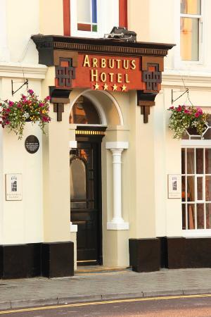 Arbutus Hotel: Grand entrance