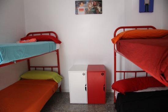 Central Palma Hostel : Habitacion de 4 camas chicas.