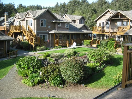 Inn at Cannon Beach: outside the inn