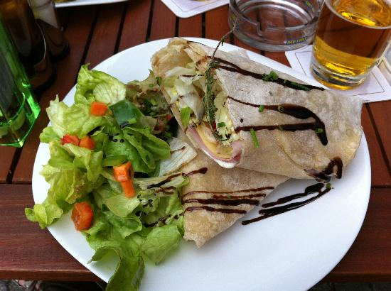 Cafe/Bar/Restaurant Großstadt: Ham and cheese wrap