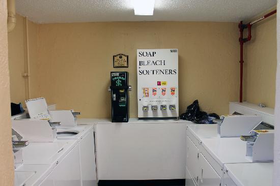 Rosen Inn International: laundry room