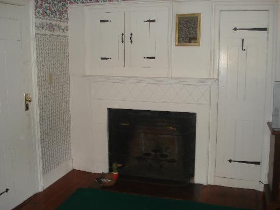Captain Josiah Cowles Place: Fireplace in Mary's Room
