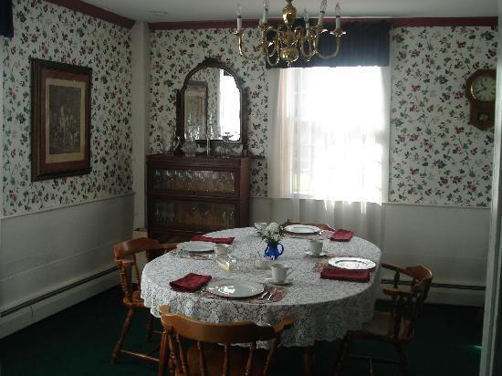 Captain Josiah Cowles Place: Dining Room