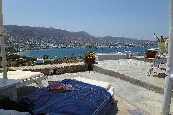 Krotiri Bay : Pool view over the bay of Parikia